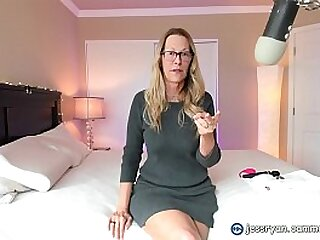 Hot Milf Gives Instructions on Where To Fake With her on Cam