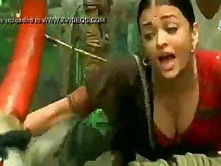 bollywood leading lady aishwaria rai huge boobs deep cleavage - XNXX.COM 5